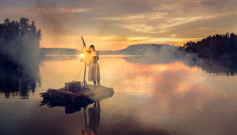 Tyttö usvaisella järvellä, a girl in the misty lake conceptual portrait