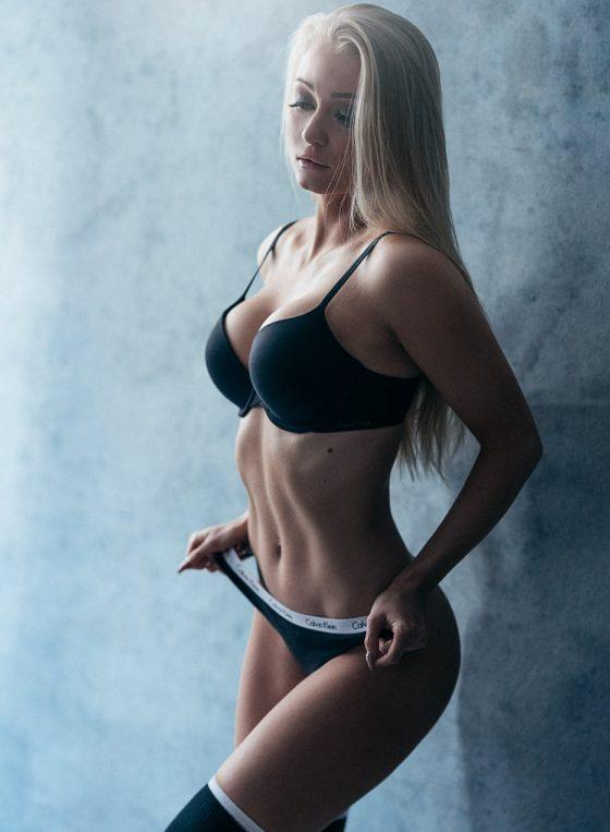 fitness glamour portrait of a finnish female wearing sporty underwear boudoir valokuvaus