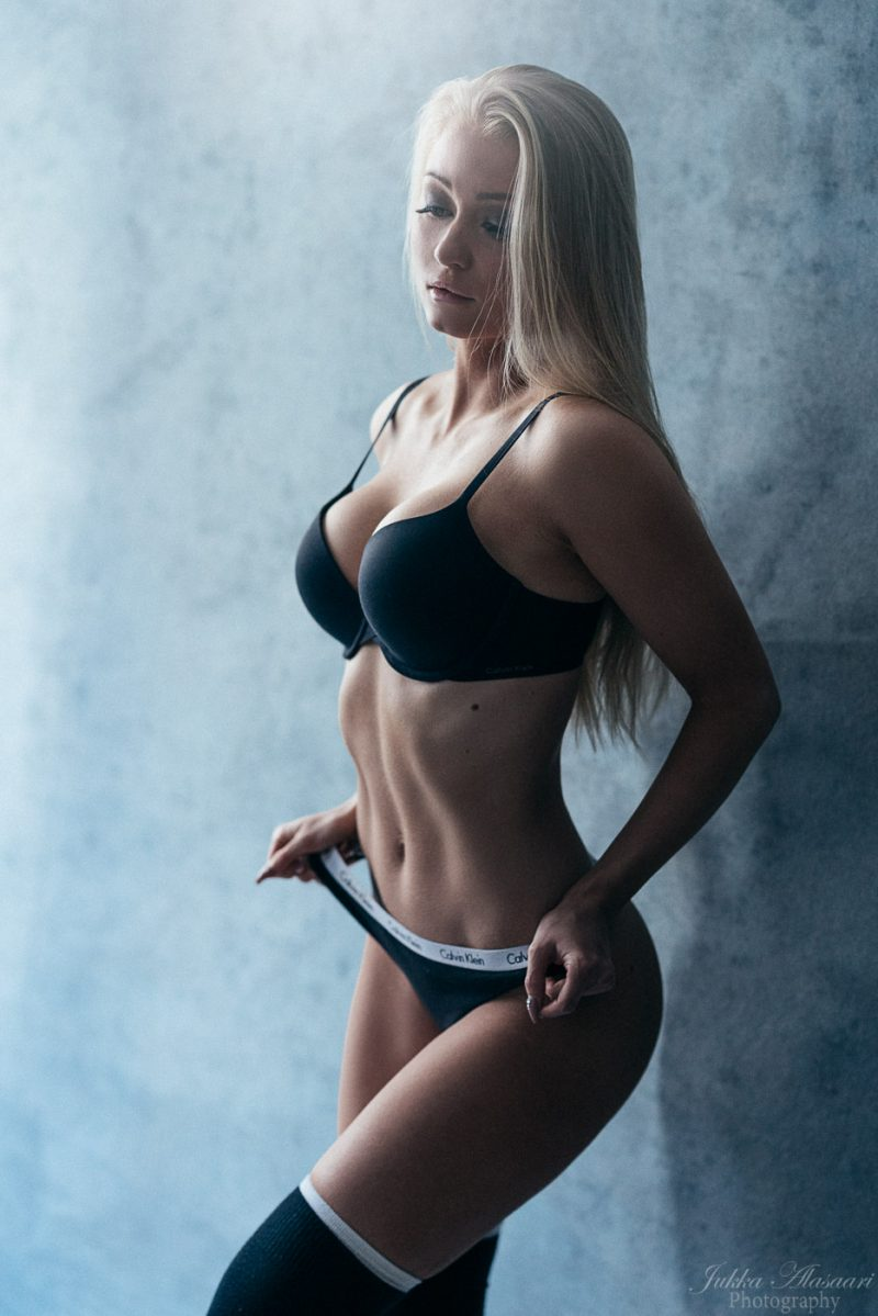 fitness glamour portrait of a finnish female wearing sporty underwear boudoir valokuvaus