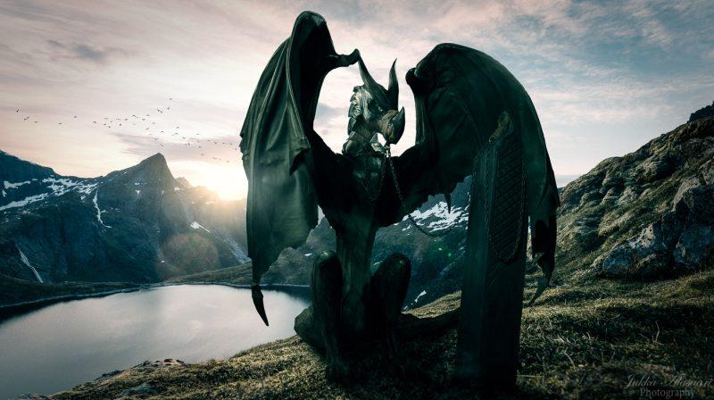wooden dragon statue photography Puustikki
